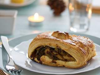 Menu de Noël végétarien – Feuilleté aux marrons, courge butternut et kale – Sauce brune