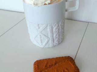 Café latte aux épices speculoos (Coffee latte with speculoos spices)