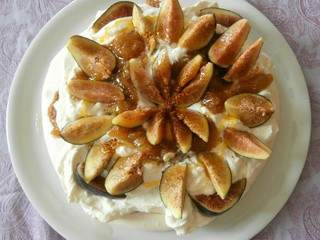 Pavlova aux figues (Pavlova with figs)