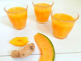 Smoothie pêche jaune, melon et gingembre (Melon, yellow peach, ginger smoothie)