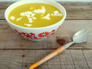 Soupe courgettes, carottes, fromage de chèvre et curry (Courgette soup with carrots, goat cheese and curry)
