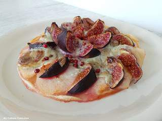 Tarte fine aux figues, poires et crème de St Agur (Tart with figs, pears and cream St Agur blue cheese)
