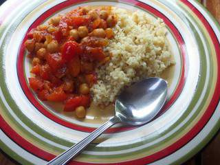 Spicy chickpea and pepper stew, with lemon bulgur // Ragoût épicé de pois chiches et poivrons, et bulgur citronné